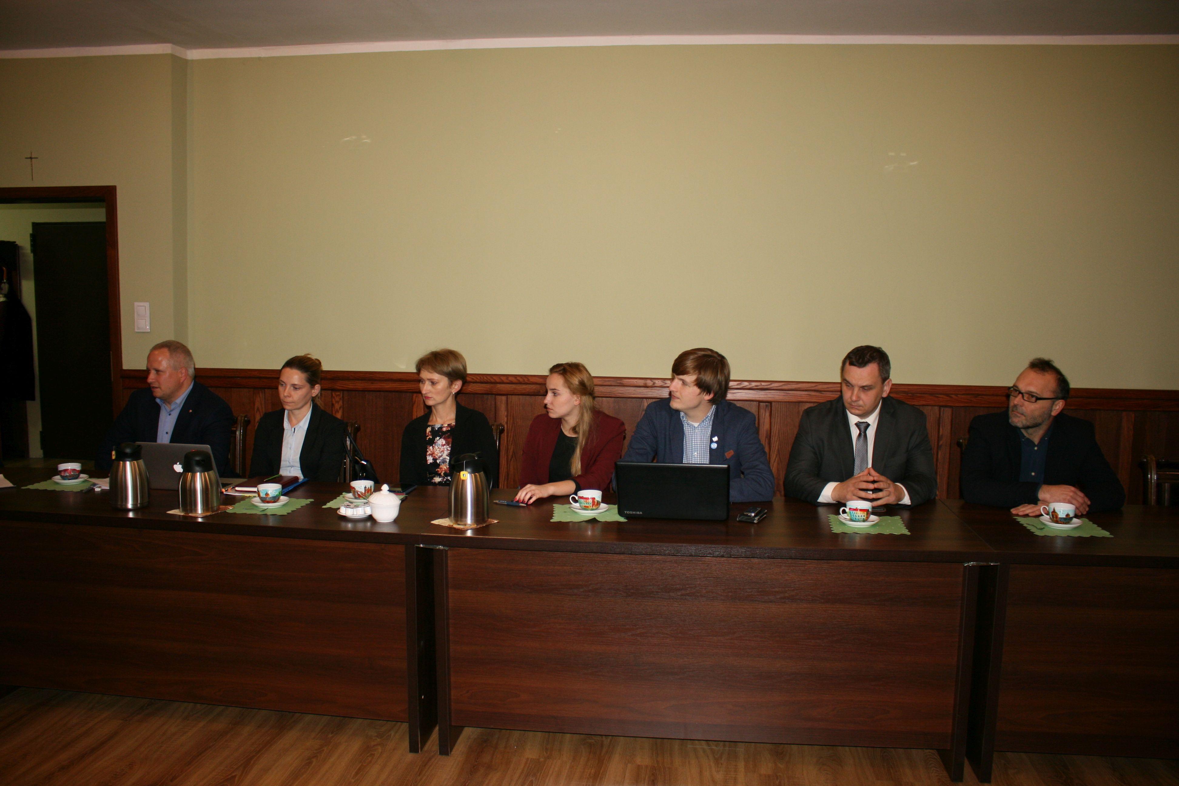 Gdzie radny i urzędnik miejski nie może, tam urzędnik z Poznania pomoże