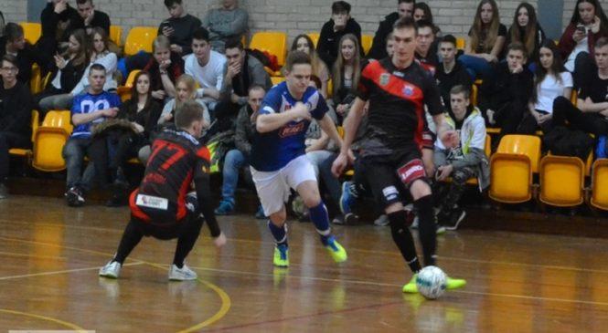 Futsaliści Mieszka przegrali