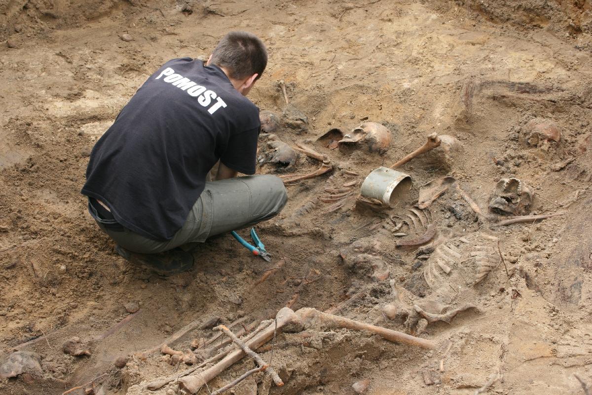Gdy odkryta zostaje grobowa kołdra niepamięci