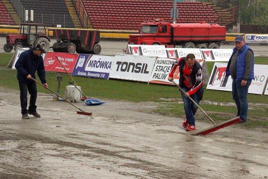 Deszcz uniemożliwił rozegranie derbów Wielkopolski