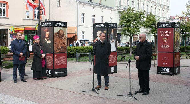 Portrety prymasów u podnóża św. Wojciecha. Ruszyła plenerowa wystawa