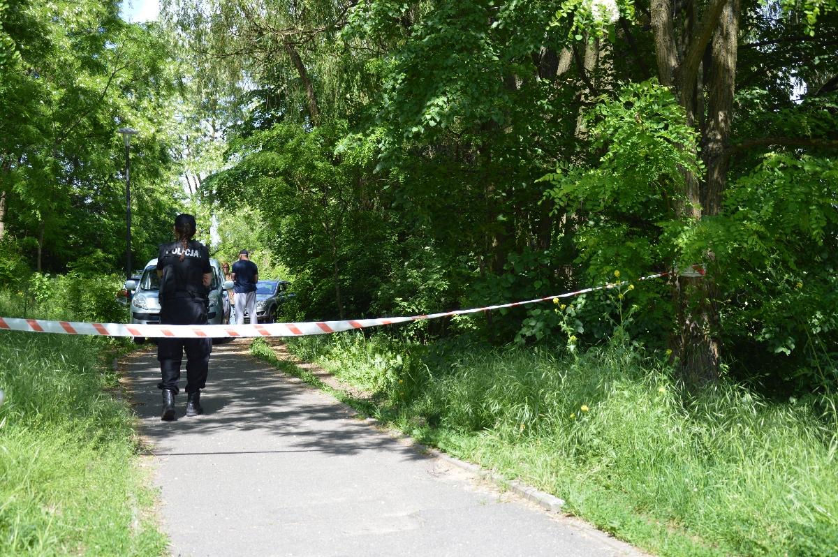 Z jeziora wyłowiono ciało kobiety. Zostało zabrane dopiero po sześciu godzinach!