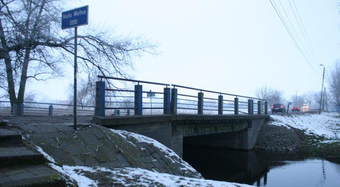 Mała Wełna, duży problem. Pięć metrów szerokości rzeki, kilkanaście kilometrów objazdu.