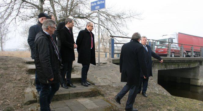 Wizytacja dróg wojewódzkich w Kiszkowie i Kłecku. Co z tymczasową przeprawą przez Małą Wełnę?