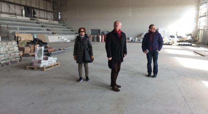 Radni oglądali postępy budowy hali sportowej