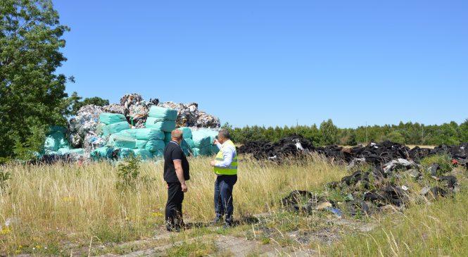 Co się dzieje na nielegalnym wysypisku śmieci w gminie Czerniejewo?