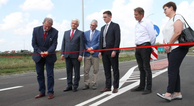 Czterysta metrów (tymczasowego) asfaltu do świata