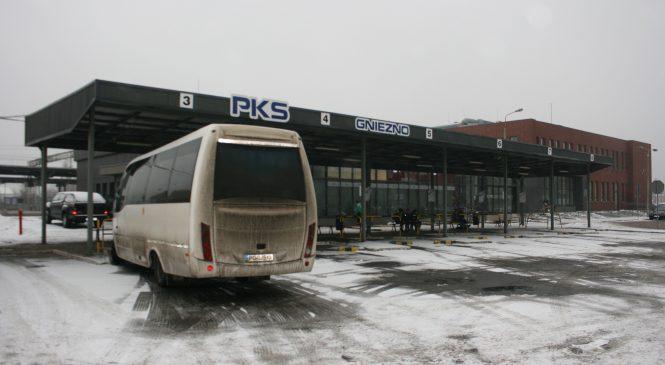 Znikający PKS Gniezno. Firma tnie połączenia, a pasażerowie klną na przystankach