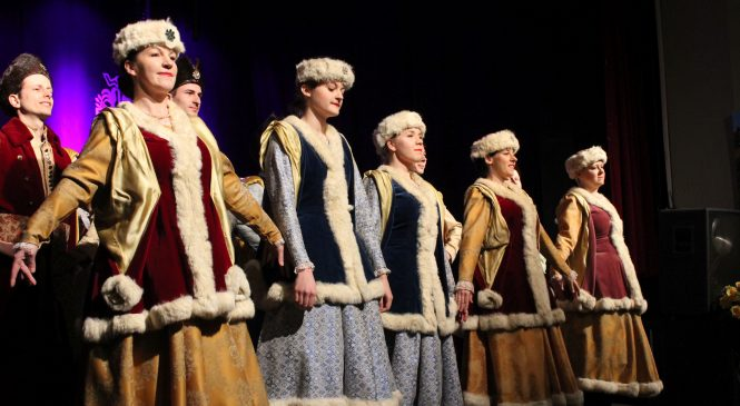 Królewski Salon Sztuki z ludowym zaśpiewem
