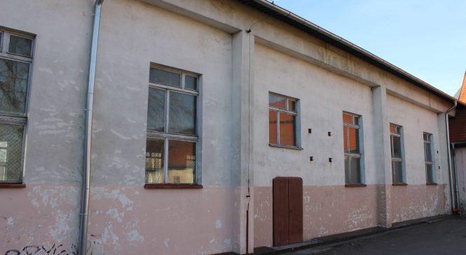 Hala sportowa przy ul. Wrzesińskiej została zamknięta. Czy opłaca się ją remontować?