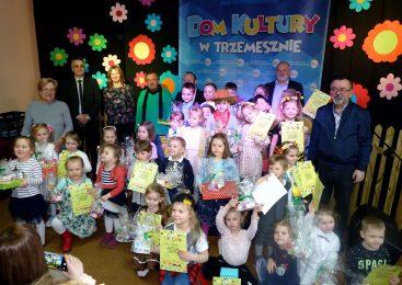 Śpiewające przedszkolaki w Domu Kultury