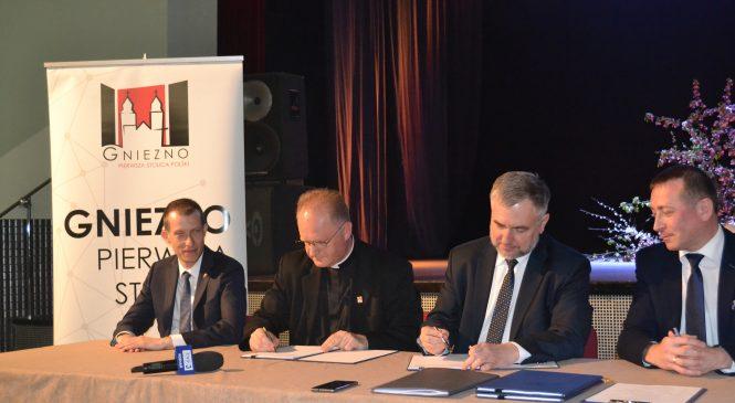 Rewitalizacja rynku i ośrodek edukacyjno-rehabilitacyjny w Powidzu