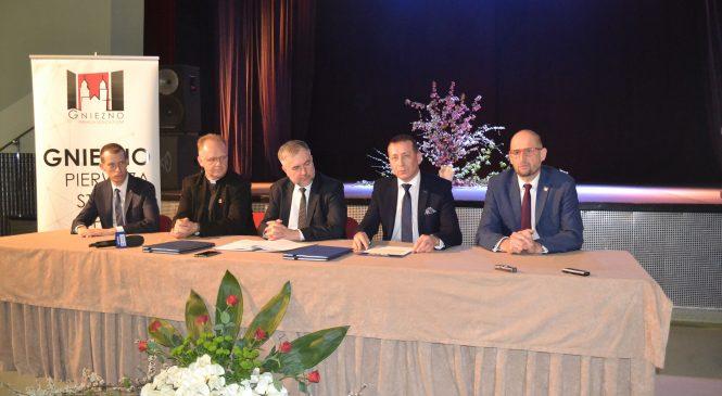 W imieniny miasta marszałek przywiózł do Gniezna ponad 7,5 mln złotych, a prezydent Gniezna zapowiada odnowienie zabytkowego centrum