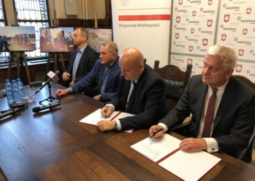 Umowy oficjalnie podpisane. Środki na drogi płyną do wrzesińskich samorządów