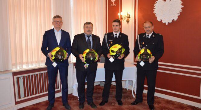 Nowe hełmy dla strażaków z OSP Czerniejewo