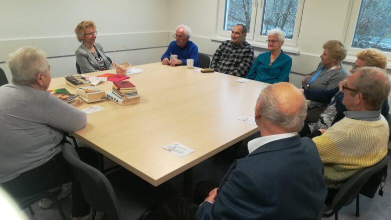 Walentynki z książką w Gnieźnieńskim Klubie Seniora