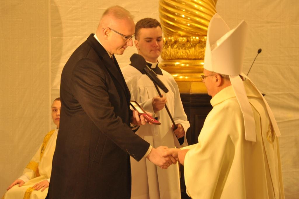 """Katedra w Gnieźnie """"zasłużona dla kultury polskiej"""""""