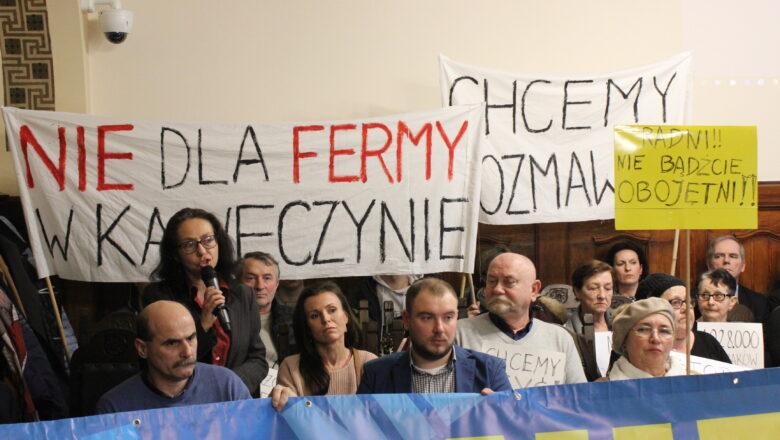 """""""Wygraliśmy bitwę, ale nie wojnę"""". Zakaz budowy kolejnych ferm w okolicach Kawęczyna. Mieszkańcy triumfują, a inwestor zapowiada odwołanie"""