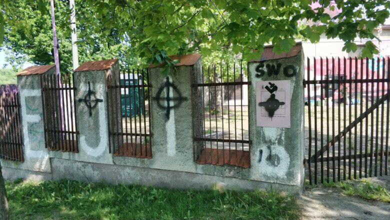 Bez miłości między młodzieżówkami prawicy i lewicy. W tle spór o dewastację miasta i symbole kojarzone z faszyzmem