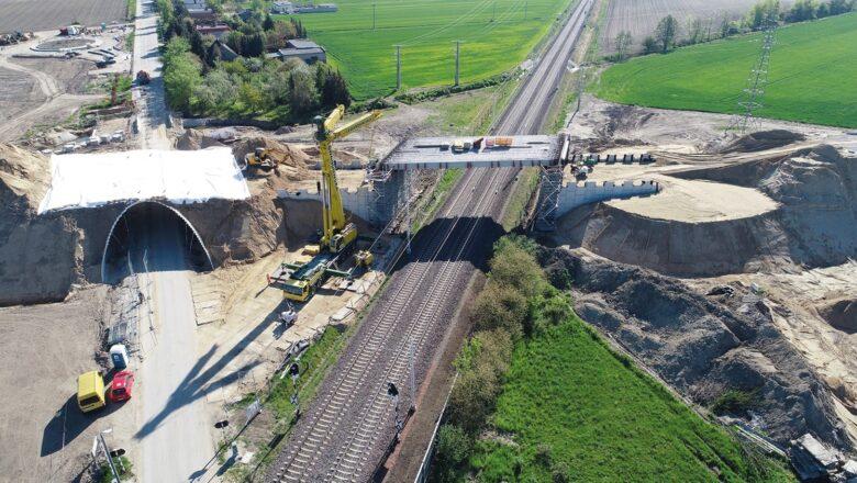 Wielka konstrukcja na budowie obwodnicy Wrześni