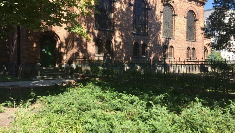Kolumna Zwycięstwa stanie koło kościoła garnizonowego